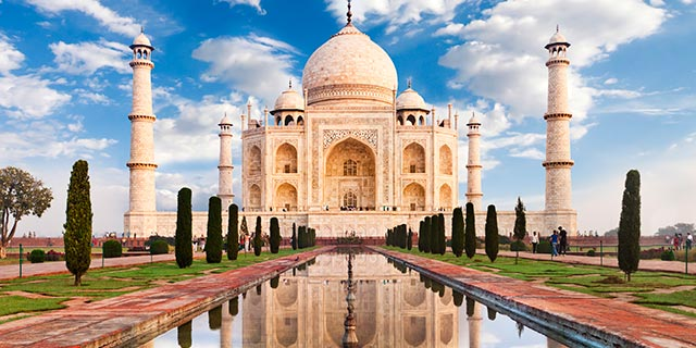 taj-mahal-clouds-640x320